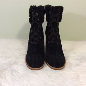 Ugg lace up ankle boots with a faux fur ankle.